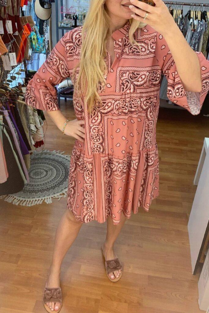 Bandana print dress – dusty pink